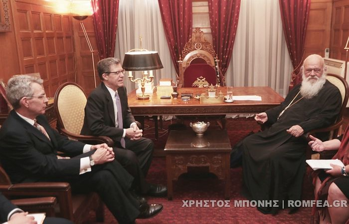 U.S. Ambassadors Sam Brownback and Geoffrey Pyatt discuss the Ukrainian issue with Abp. Ieronymos. Photo: romfea.gr