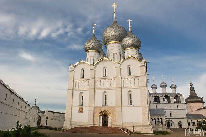 Dormition Cathedral & Rostov Kremlin (photo: Rusmania)