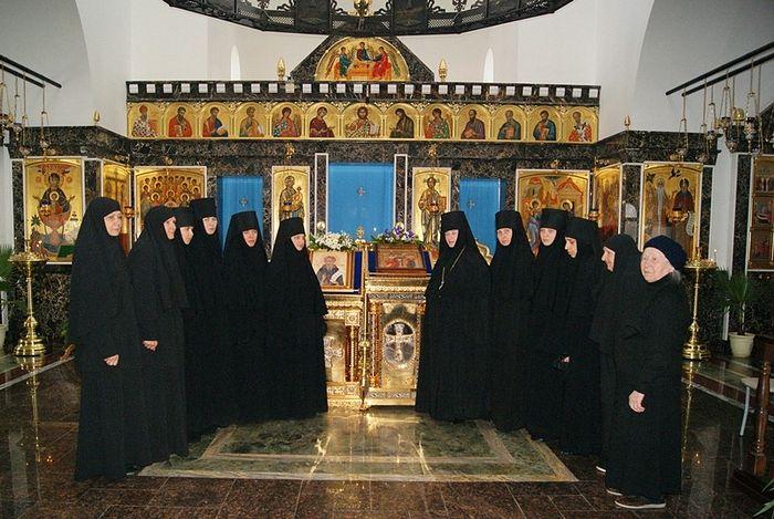 В храме Благовещения с сестрами