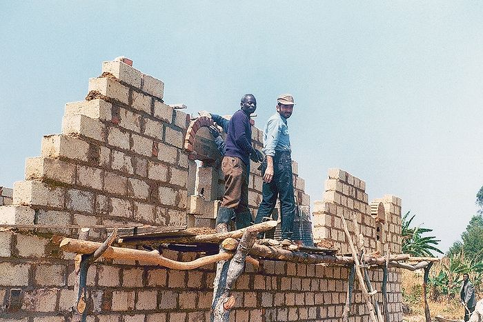 Иоанн Асланидис на строительстве храма