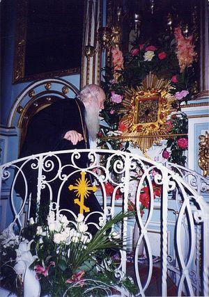 Архиепископ Михей (Хархаров) у Жировицкой иконы Божией Матери