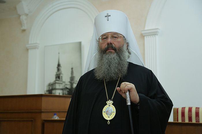 Митрополит Кирилл обратился с просьбой убрать забор, огораживающий территорию строительства храма святой Екатерины