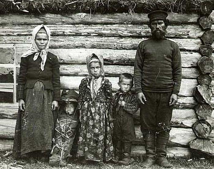 Семейство лопарей возле пырты
