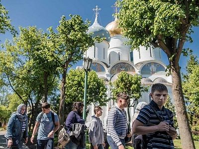 Паломничество длиною в год: дети с ограниченными возможностями прошли пешком из Москвы в Лавру