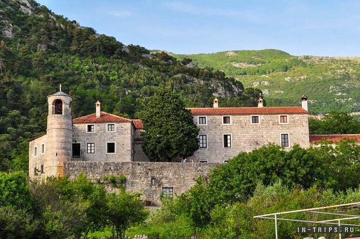 Holy Dormition Monastery in Budva, Montenegro. Photo: in-trips.ru