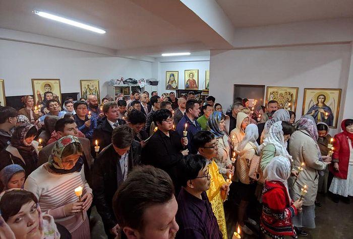 Прихожане Воскресенского прихода. Фото: https://www.facebook.com/OrthodoxChurchSeoul/