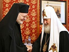 Antiochian Archdiocese of N. America delegation serves with, visits Patriarch Kirill