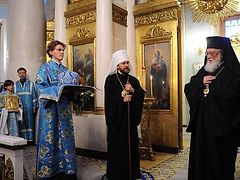 """Metropolitan Kallistos of Diokleia and Hieromonk Gabriel (Bunge) concelebrate All-Night Vigil with Metropolitan Hilarion of Volokolamsk at the church of """"Joy of All Who Sorrow"""" Icon of the Mother of God"""