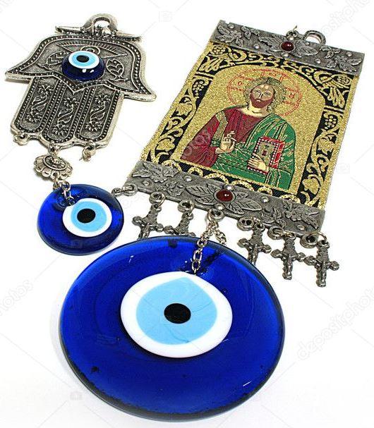 Икона Спасителя с «глазом Фатимы» и Распятиями в качестве подвесок