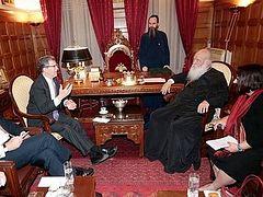 США берут Элладскую Церковь в кольцо