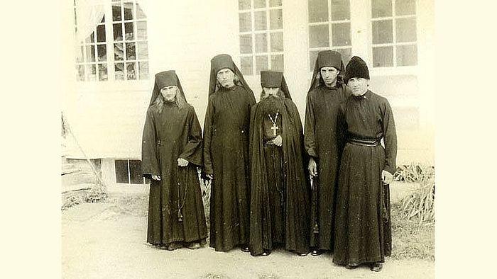 Слева направо: инок Алипий (будущий архиепископ), инок Флор (будущий архимандрит), иеромонах Киприан (Пыжов), инок Лавр (будущий Первоиерарх Русской Зарубежной Церкви). Фото: russianorthodoxchurch.ws