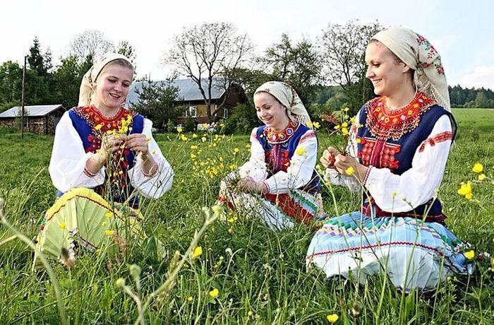 Lemko girls. Source: Carpatho-Rusyn society