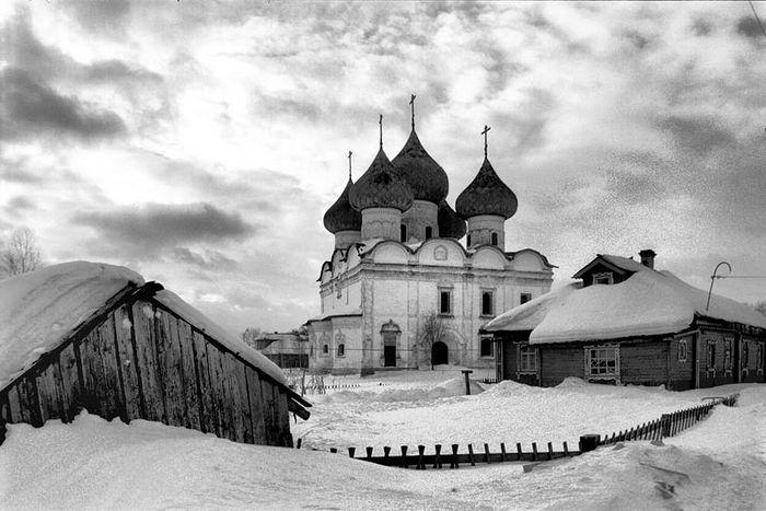 The Resurrection Church in Kargopol. 1990s. Photo: William Brumfield