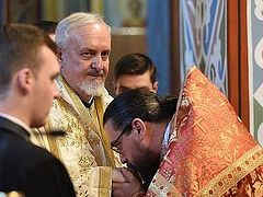 Constantinople hierarchs concelebrate with cleric from schismatic Montenegrin church