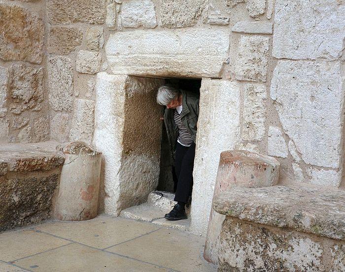 Врата смирения в Вифлееме (вход в храм Рождества Христова)