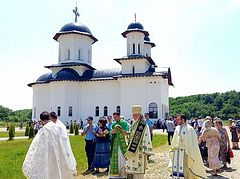Monastic life revived in Romanian village after 200 years