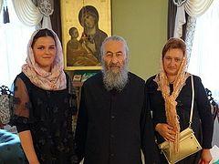 Предстоятель УПЦ встретился с буковинской школьницей, которую не допустили на выпускной вечер