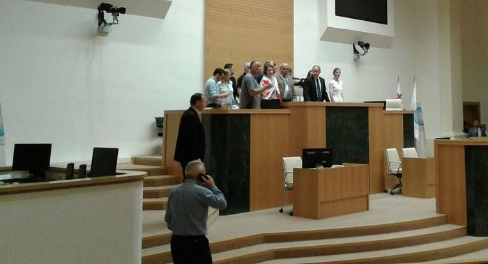 Оппозиционные депутаты сорвали сессию Межпарламентской ассамблеи православия в Грузии. 20 июня 2019. Фото : Parliament of Georgia