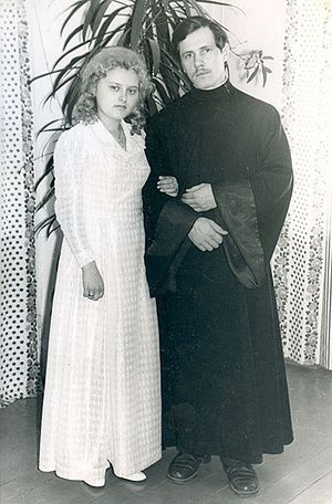 Отец Николай и матушка Иоанна Агафоновы вскоре после венчания