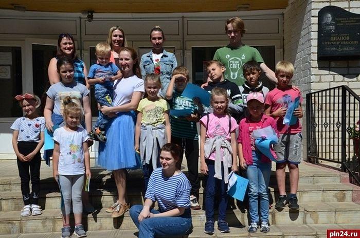 Группа волонтеров проекта «Родная земля» в Писковичах