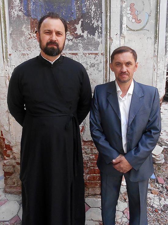 Отец Иоанн Ковач и алтарник Андрей