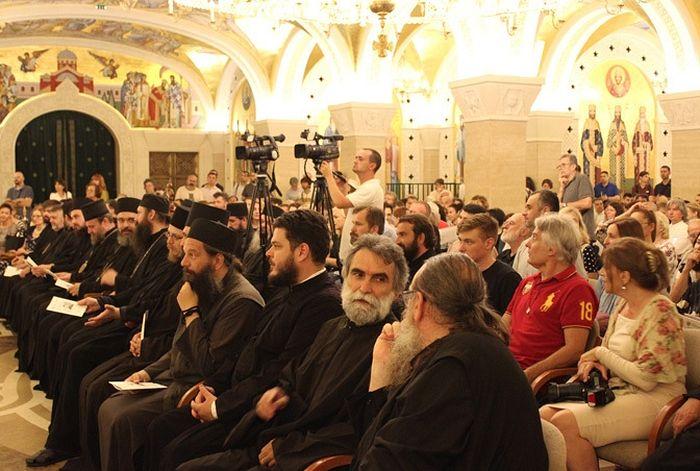 Присутни у У Крипти Храма Светог Саве (Фото: Соња Ракочевић)