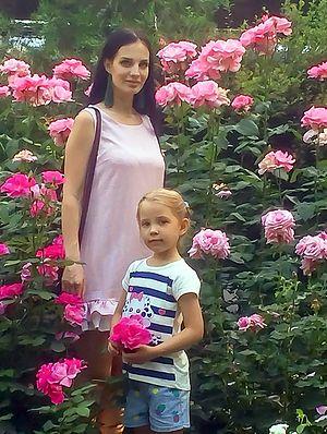 Анастасия Николенко с дочкой