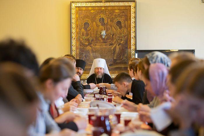 Встреча митрополита Тихона со сретенскими миссионерами