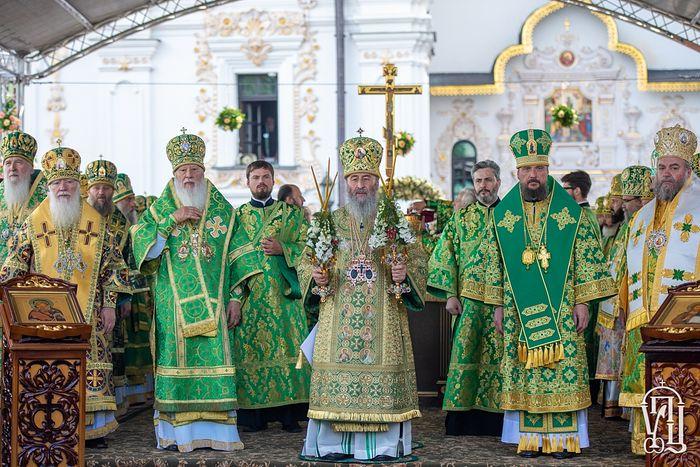 Божественная литургия на площади перед Успенским собором Свято-Успенской Киево-Печерской Лавры 25 июня 2019 года