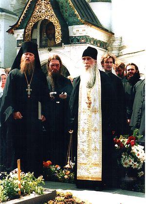 Отец Кирилл (Павлов). Панихида на могиле отца Иннокентия