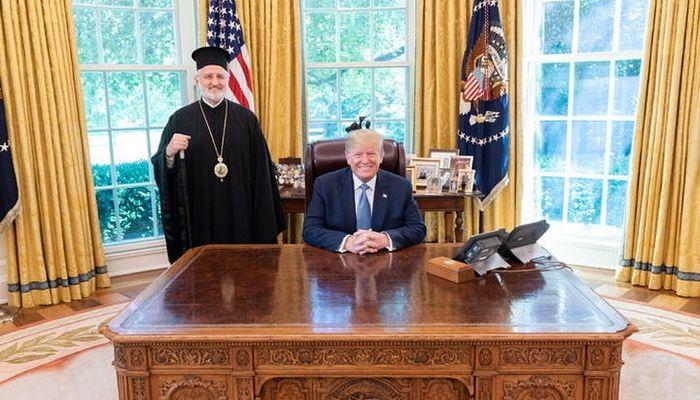 Президент США Дональд Трамп с архиепископом Элпидофором (Ламбриниадисом)