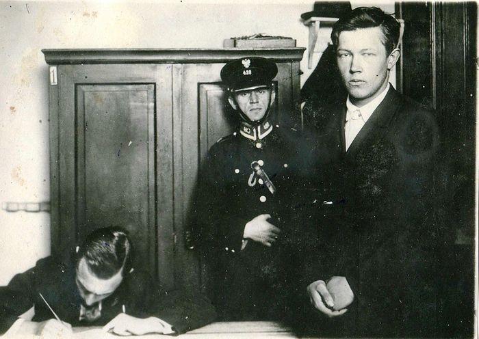 Испитивање Бориса Коверде на Варшавској железничкој станици после убиства Војкова