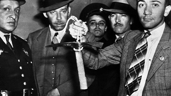 Мексички полицајци с пијуком за лед. 1940. г.