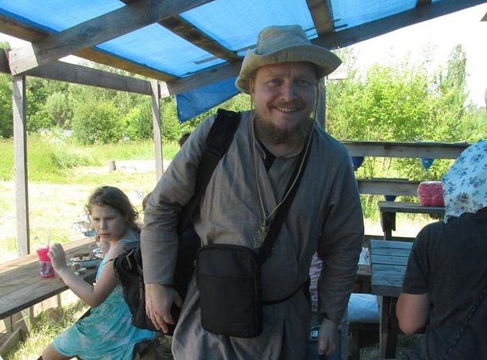 Отец Федор в одном из летних лагерей прихода. Фото Веры Шмыковой