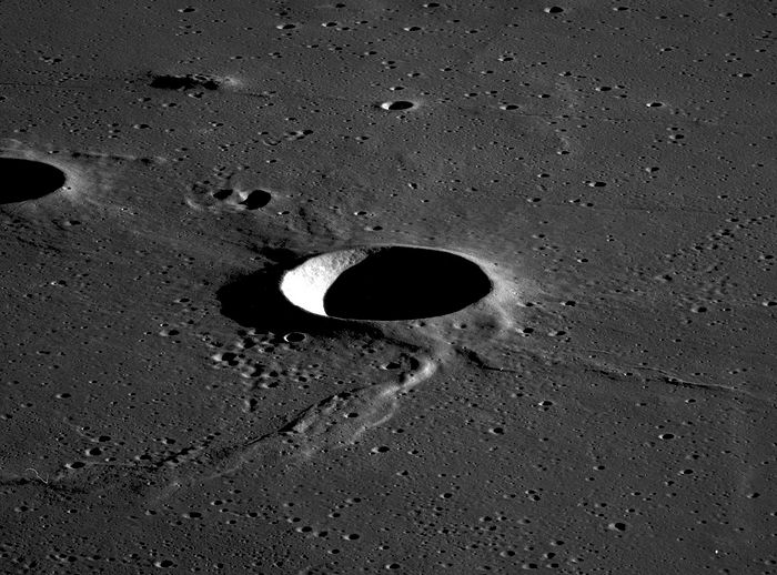 Sinas Crater. James Stuby, Wikimedia.
