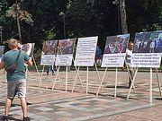 Перед Верховной Радой установили фотографии общин Украинской Православной Церкви, пострадавших от рейдеров