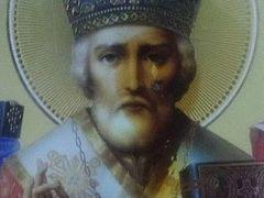 Myrrh-streaming icon of St. Nicholas drawing thousands to Ukrainian villager's house