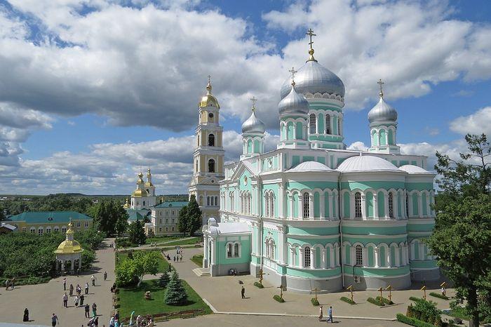Троицкий собор, колокольня и Казанский собор Серафимо-Дивеевского монастыря