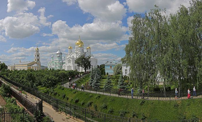 Соборы и святая Канавка Серафимо-Дивеевского монастыря
