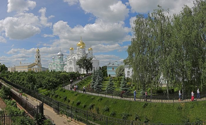 "Храмови и света ""Канавка"" Серафимо-Дивејевског манастира"