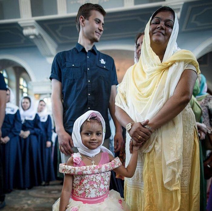 Гости из Индии на рукоположении. Жена Поликарпа Ирина с дочерью Иоанной