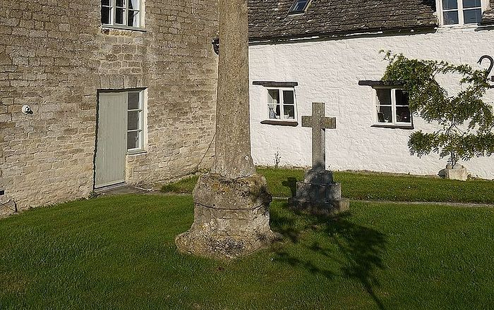 Древний крест рядом с церковью свт. Самсона в Криклейде, Уилтшир