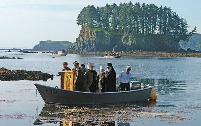Modern day piligrims arriving to Spruce Island by boat / oca.org
