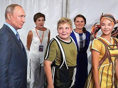 Владимир Путин посмотрел спектакль «Грифон» на новой сцене Музея-заповедника «Херсонес Таврический»