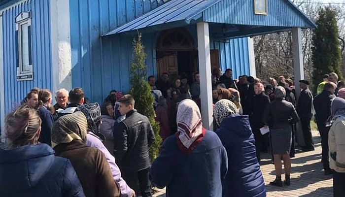 Attempted seizure of the church in Pyatigory. Photo: spzh.news