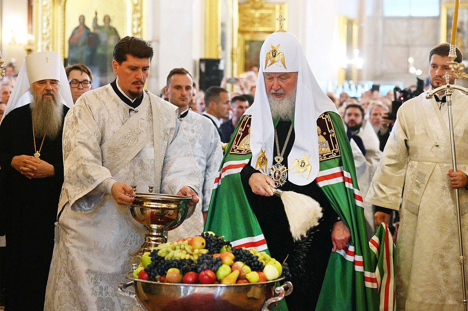 В праздник Преображения Господня Предстоятель Русской Церкви совершил Литургию в Спасо-Преображенском соборе г. Санкт-Петербурга
