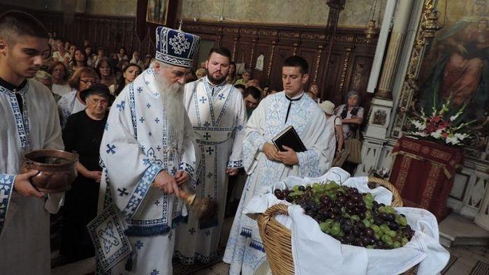 Епископ бачки Иринеј осветио грожђе на Преображење