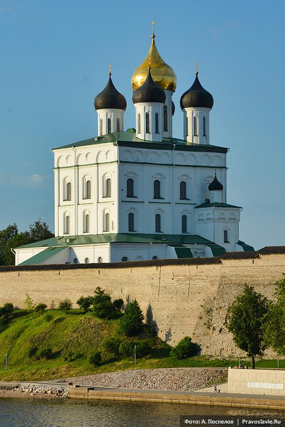Свято-Троицкий кафедральный собор Псковского кремля
