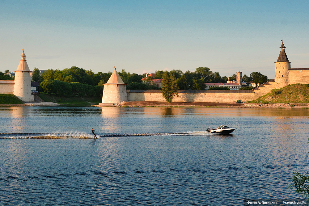 Река Великая и Псковский кремль