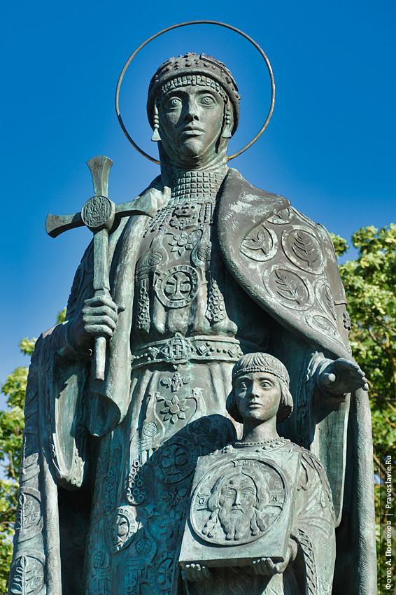 Великая княгиня Ольга с внуком Владимиром